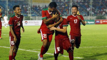 Selebrasi pemain Timnas U-19 setelah Egy Maulana Vikri cetak gol. - INDOSPORT
