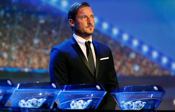 Francesco Totti hadir dalam drawing Liga Champions 2017/18. Copyright: INDOSPORT