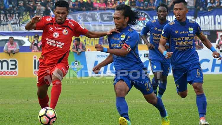 Vendry Mofu menjadi aktor yang menggagalkan pesta Persib Bandung. Copyright: Indosport/Taufik Hidayat