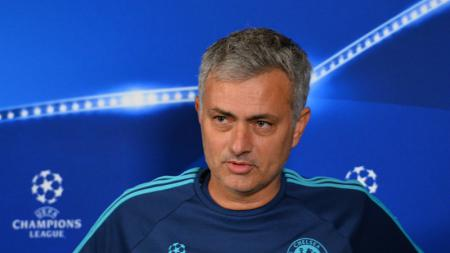 Jose Mourinho dalam konferensi pers Liga Champions. - INDOSPORT