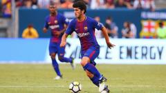 Indosport - Dua petinggi AC Milan, Paolo Maldini dan Zvonimir Boban, memaksa pihak klub untuk memperjuangkan pemain Barcelona, Carles Alena, agar tidak direbut Tottenham.