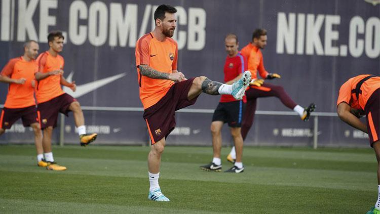 Lionel Messi di sesi latihan jelang laga Juventus vs Barcelona Copyright: @ChampionsLeague