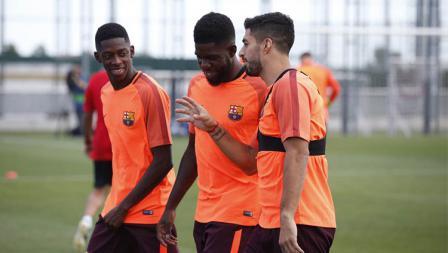 Keceriaan Luis Suarez, Samuel Umtiti, dan Ousmane Dembele di sesi latihan jelang melawan Juventus.