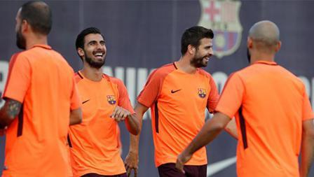 Kecerian skuat Barcelona di sesi latihan melawan Juventus.