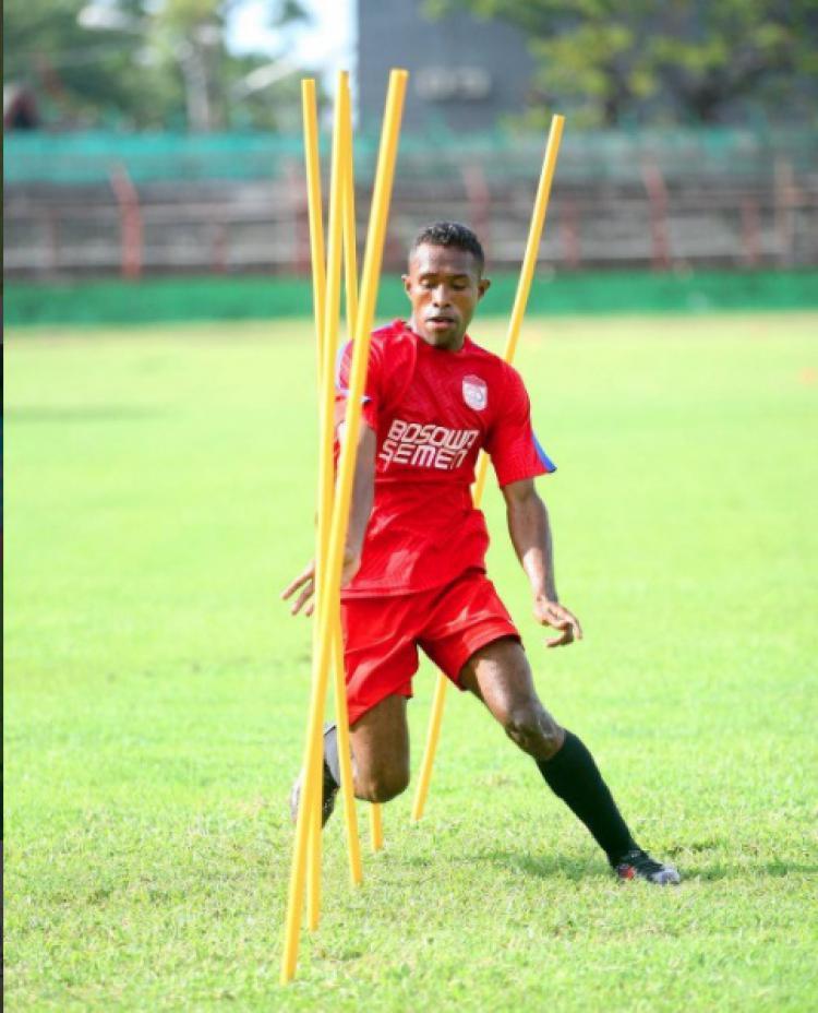 Pemain muda PSM Makassar, Romario. Copyright: Instagram.com/rumpaisum95