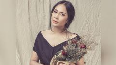 Indosport - Artis Nagita Slavina kerap bergaya sporty dan nilai barangnya hingga puluhan juta