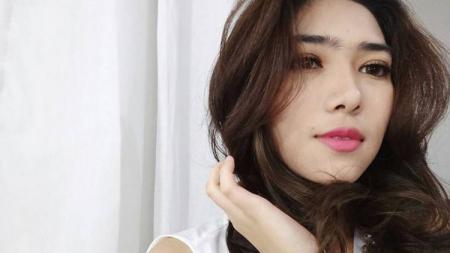 Penyanyi cantik Tanah Air, Isyana Sarasvati resmi gelar lamaran pada Minggu (29/12/19) meski sebelumnya pernah dikaitkan dengan kiper asal Filipina saat Piala AFF U-18 2019 lalu. - INDOSPORT