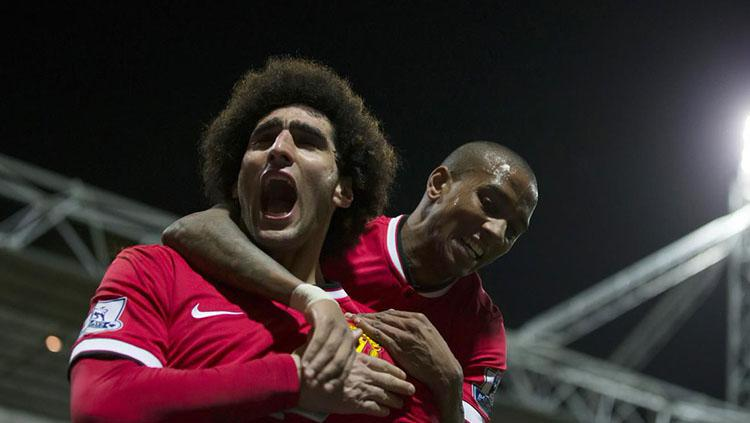 Selebrasi Fellaini usai mencetak gol pembuka keunggulan Man United atas Basel. Copyright: Twitter @ManUtdEffect