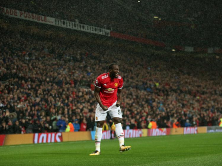 Romelu Lukaku berselebrasi pasca mencetak gol ke gawang FC Basel. Copyright: INDOSPORT