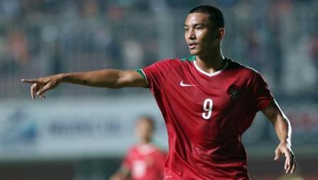 Rafli Nursalim meminta bola dari rekan setimnya saat melawan Brunei.