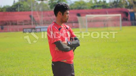 Nilmaizar, pelatih Semen Padang FC. - INDOSPORT