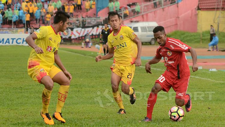 Pertandingan Semen Padang vs Bhayangkara FC Copyright: Taufik Hidayat/Indosport.com