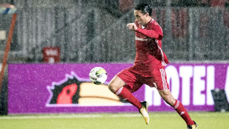 Ezra Walian kembali menjadi starter saat Almere City tahan FC Dordrecht. Copyright: Almere City FC