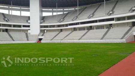 Kondisi lapangan Stadion Batakan yang disebut berkualitas internasional. - INDOSPORT