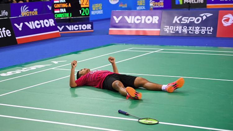 Anthony Sinisuka Ginting selebrasi berhasil menjadi juara Korea Open Super Series 2017. Copyright: INDOSPORT