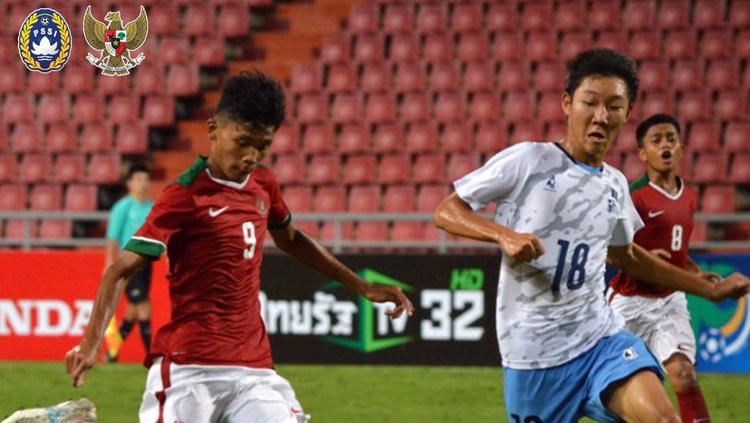 Sutan Zico (kiri) tengah mengeksekusi bola saat melawan Mariana Utara. Copyright: Twitter@pssi__fai