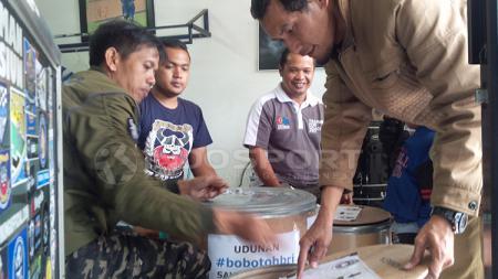 Koin untuk PSSI dari Persib dan Indonesia. - INDOSPORT