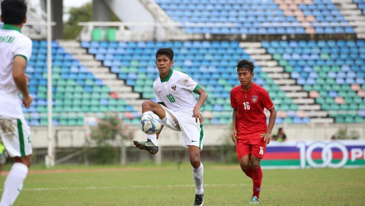 Irsan Rahman Lestaluhu saat mengontrol bola. Copyright: PSSI