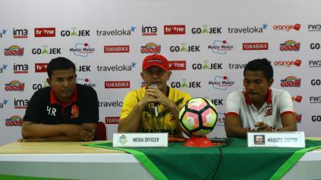 Gomes De Oliviera dalam konferensi pers. - INDOSPORT