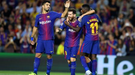 Luis Suarez, Lionel Messi, dan Ousmane Dembele melakukan selebrasi. - INDOSPORT