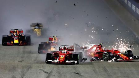 Duo pembalap Ferrari, Vettel dan Raikkonen saling bertabrakan di GP Singapura - INDOSPORT