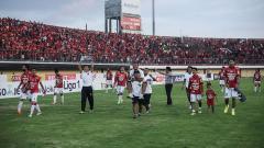 Indosport - Skuat Bali United setelah merayakan kemenangan.