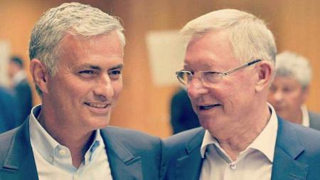 Jose Mourinho dan Sir Alex Ferguson. - INDOSPORT