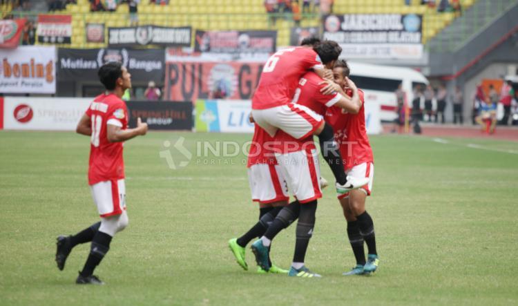 Selebrasi para pemain Persija Jakarta usai gol yang di cetak Willian Pachecho. Copyright: Herry Ibrahim/INDOSPORT