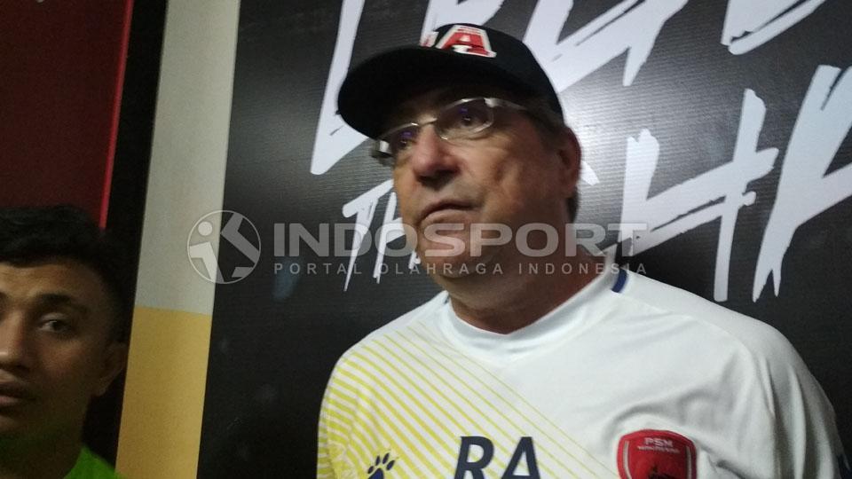 Robert Rene Albert, pelatih PSM Makassar. Copyright: Muhammad Nur Basri/INDOSPORT