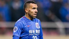 Indosport - Carlos Tevez saat bermain di Shanghai Shenhua.