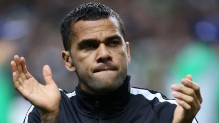 Bek PSG, Dani Alves. - INDOSPORT