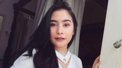 Indosport - Aktris cantik Indonesia, Prilly Latuconsina banjir pujian saat berolahraga renang sembari bersantai dan menikmati indahnya matahari terbenam.