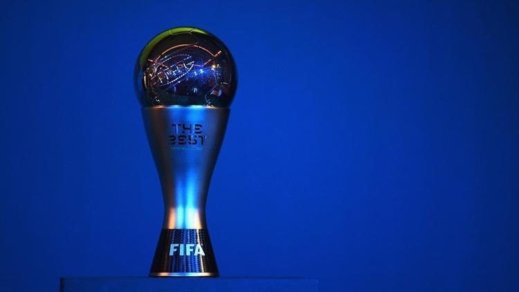 Trofi pemain terbaik versi FIFA. Copyright: Twitter@pssi__fai@FIFAcom
