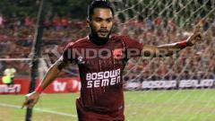 Indosport - Selebrasi dari gelandang serang PSM Makassar, Zulham Zamrun.