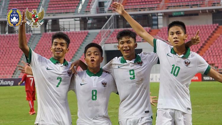 Sutan Zico  merayakan gol bersama rekan satu timnya. Copyright: PSSI