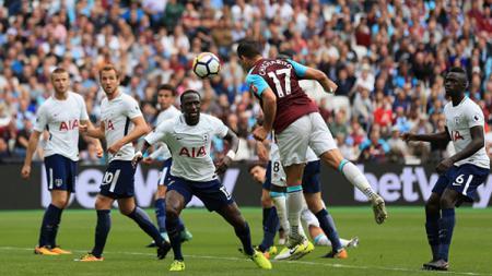 Momen gol West Ham United ke gawang Tottenham Hotspur dicetak oleh Javier Hernandez. - INDOSPORT