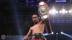 Indosport - Daud Yordan usai mengkanvaskan petinju Thailand, Champee Phayom.