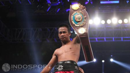 Petinju Indonesia sekaligus pemegang tiga gelar juara dunia, Daud Yordan, menjalani latihan rutin di Kalimantan Barat sambil menunggu jadwal pertarungan. - INDOSPORT