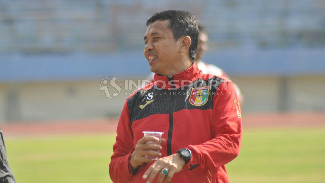 Mantan pelatih Mitra Kukar yang kini melatih di Celebest FC, Jafri Sastra.