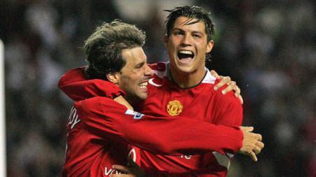 Cristiano Ronaldo (kanan) mengungkap bahwa Ruud van Nistelrooy (kiri) adalah salah satu sosok inspirasi terbesar dalam kariernya. - INDOSPORT