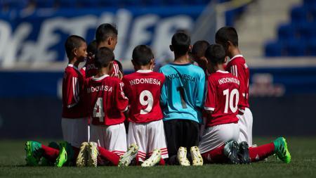 Para pemain Timnas Indonesia U-12 bersyukur setelah menempati peringkat delapan di ajang Piala Dunia U-12 2017. - INDOSPORT