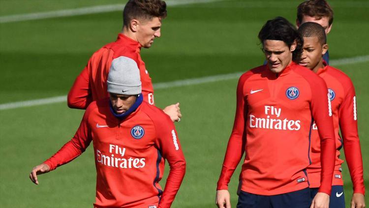 Neymar dan Cavani di sesi latihan. Copyright: AS