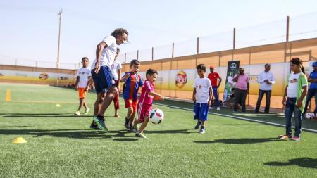 Lapangan sepakbola di kamp Zatari, Yordania. - INDOSPORT