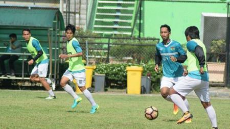 Persita Tangerang jalani latihan di Stadion Teladan Medan. - INDOSPORT