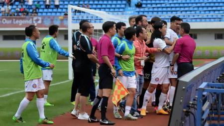Kericuhan pemain Zhejiang Yiteng vs Yunnan Lijiang. - INDOSPORT