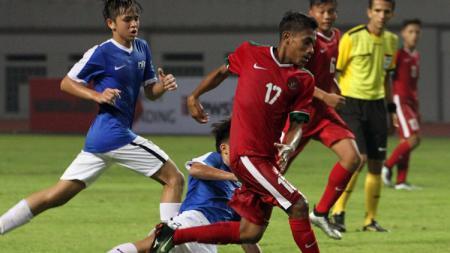 Hamsa Lestaluhu (17) membongkar beratnya latihan yang diberikan Shin Tae-yong secara virtual untuk Timnas Indonesia. - INDOSPORT