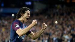 Paris Saint-Germain (PSG) dikabarkan memberikan tawaran kepada Manchester United untuk merekrut Edinson Cavani secara gratis.