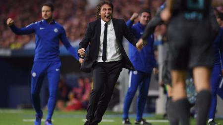 Selebrasi Antonio Conte saat Batshuayi berhasil mencetak gol kemenangan. - INDOSPORT