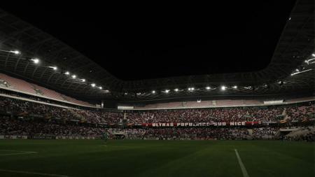 Kondisi Stadion Allianz Riviera saat terjadi pemadaman listrik. - INDOSPORT