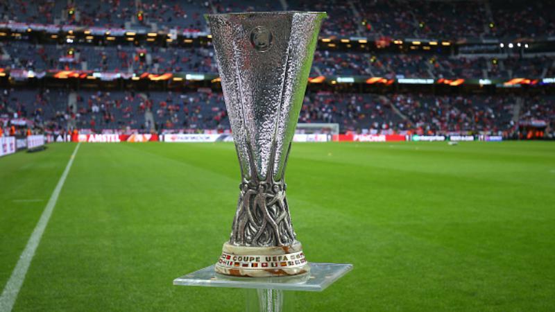 Trofi Liga Europa. Copyright: INDOSPORT